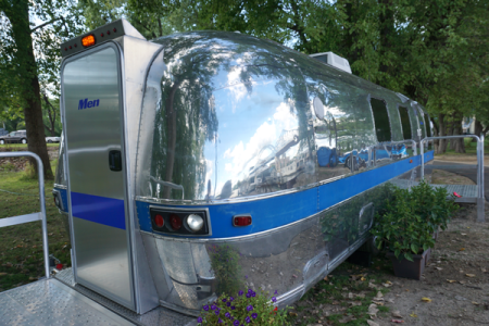 airstream_exterior_mens-closeup-door