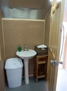 airstream_interior_sink2
